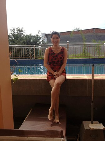 G Eleven Hotel: Swimming pool in front of the room