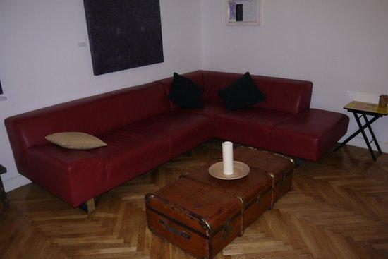 Brody House: Lounge