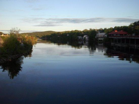 Comfort Inn Bridgewater: Short walk to city center.