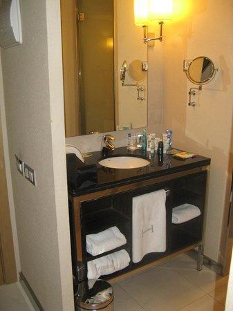 Hesperia Presidente: Ванная комната