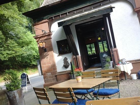 Restaurant aPoLLo: view of entrance