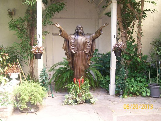 Christ in the Smokies Museum & Gardens: Around the garden