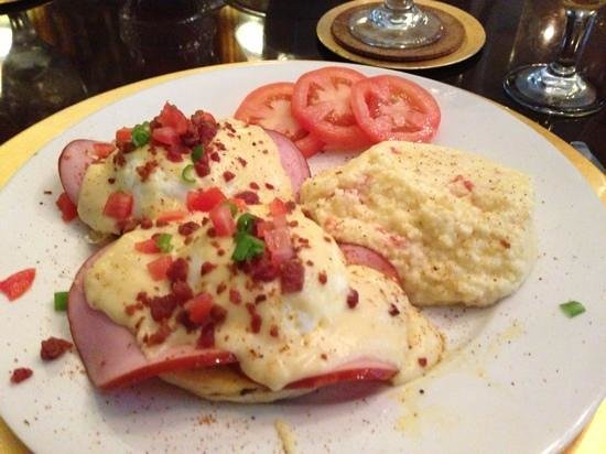 Violet Hill Bed and Breakfast: impressive eggs Benedict with southwestern grits
