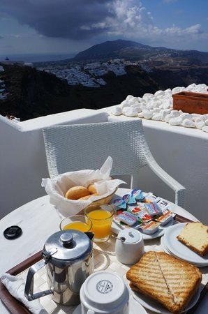 Alexander Villas: Not a morning person, but with such a great views I will not miss my breakfast !