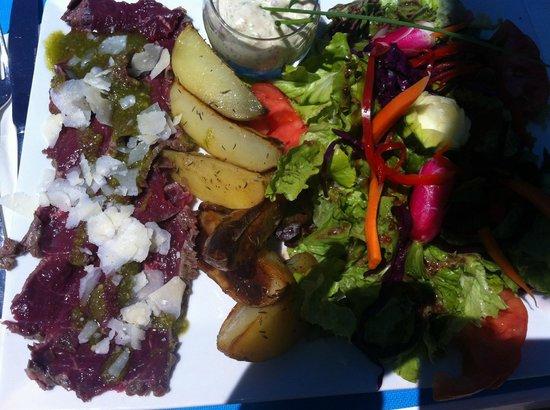 Les Vagues: salade repas carpaccio
