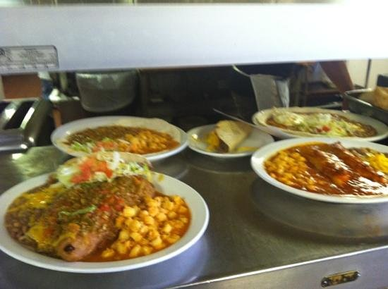 Viola's Restaurant: Monday special-rellenos combo plate