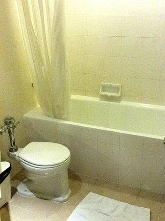 Bangkok Centre Hotel: Bathroom