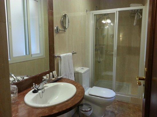 Hotel Adriano Sevilla: bathroom