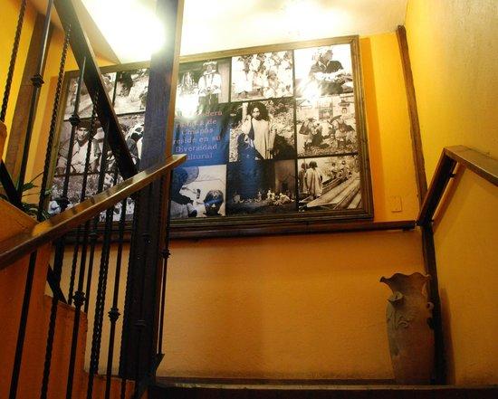 Hotel Mision Colonial : Escaleras