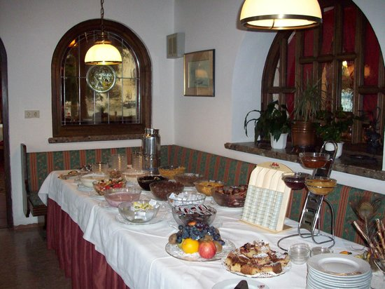 Seehotel Schwan: lots of choices for breakfast