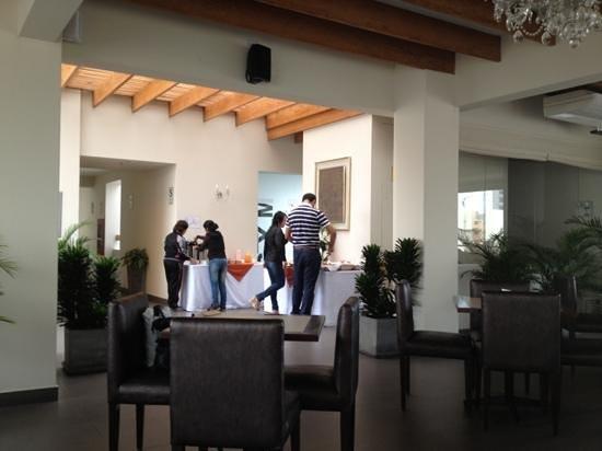 Qorianka Hotel: Restaurant del hotel con desayuno incluido