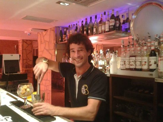 Playas del Rey Hotel: the legend that is Manu...the ladies love his mixtures hehe!