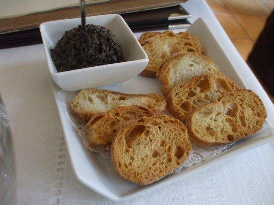 Restaurant La Farigoule: つきだし タプナード