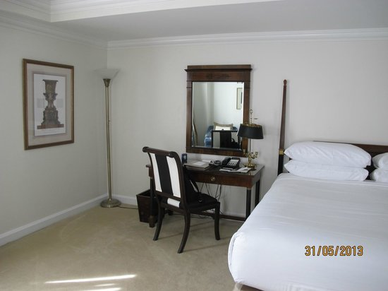 The Michelangelo Hotel: room