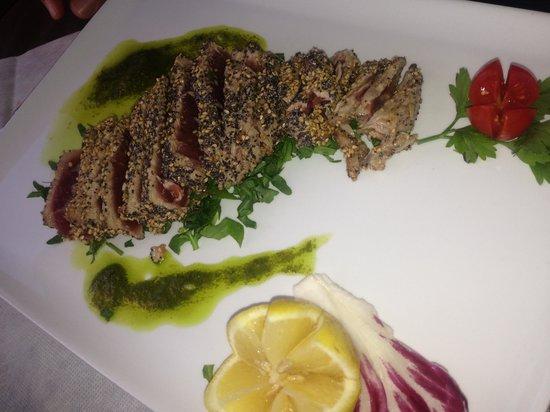 Il Sandolino: Tuna with sezamo