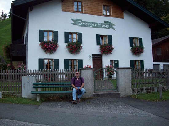 Gästehaus Franziska: typical building in the neighborhood