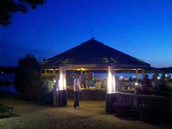 The Margate Resort : Tiki at Night!