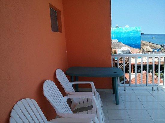 Barracuda: balcony area