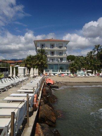 Hotel Caravelle Talasso e Benessere: Vista dal mare