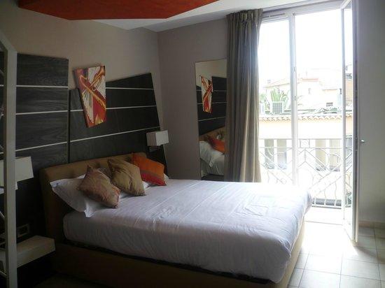 La Villa d'Elsa: Stylish and comfortable bed