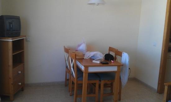 Protur Atalaya Apartamentos: dining area & tv