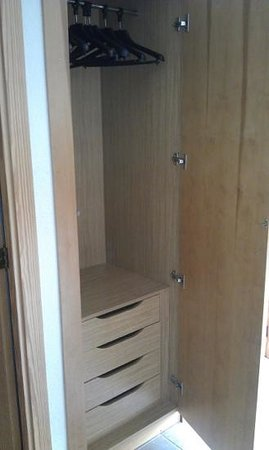 Protur Atalaya Apartamentos : extra cupboard space in hallway