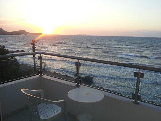 Sidari Beach Hotel: view from the room towards sidari