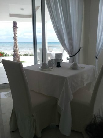 Sidari Beach Hotel: breakfast room