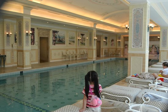 Indoor Swimming Pool Picture Of Hong Kong Disneyland Hotel Hong Kong Tripadvisor