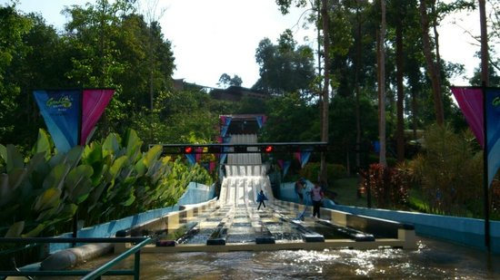 Bukit Gambang Waterpark Resort: Fun ride.