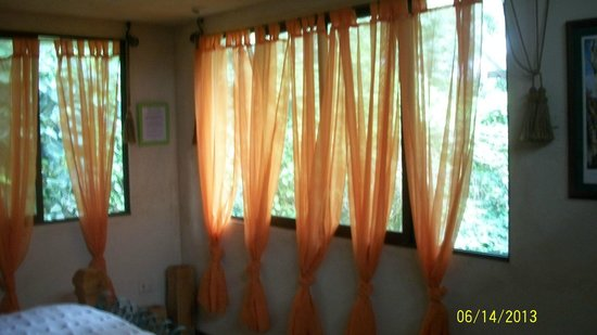 CheTica Ranch: Bedroom Windows