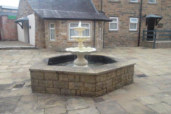 Mercure Blackburn Dunkenhalgh Hotel & Spa: courtyard
