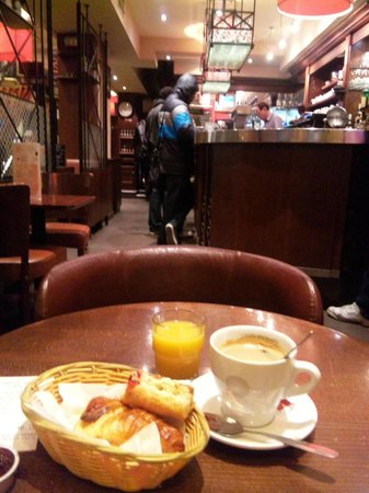Paris Nord Cafe