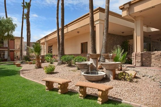 The Scottsdale Inn: Courtyard View