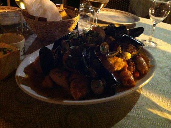 Paradiso Ricevimenti: Zuppa di pesce con pane bruscato