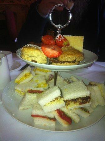 Bagden Hall Hotel: the tea!
