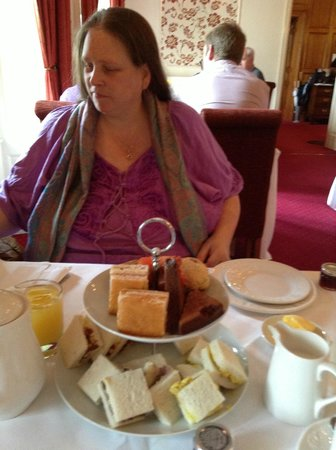 Bagden Hall Hotel: me and the tea :-) Cakes were nice too