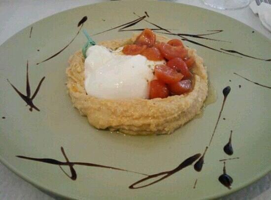 Pizzeria Osteria Es Figueral: bufala e ciliegini su crema di ceci