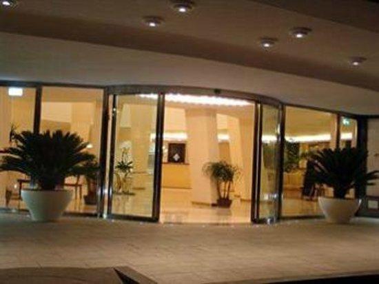 Grand Hotel Faraglioni: ingresso hotel
