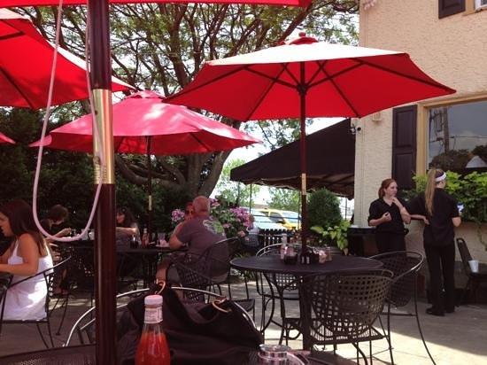 Nudy's Luncheonette : nice patio!