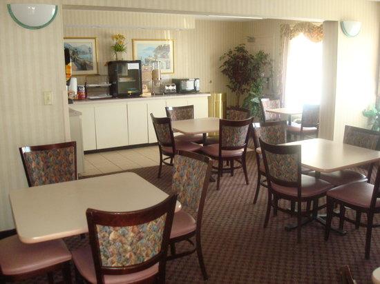 Rodeway Inn: BreakfastRoom