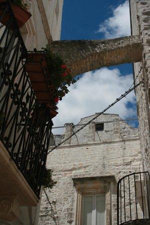 Il Calascione Apulian Villas: typical street in town