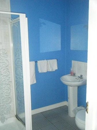 The Ritz: Bathroom