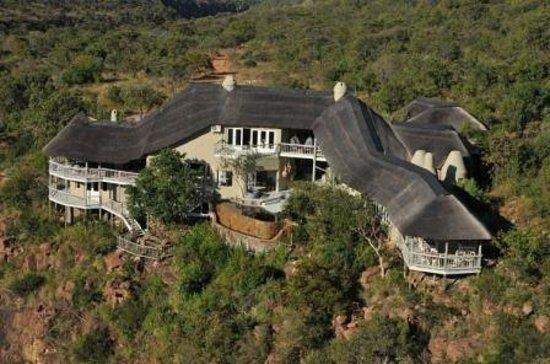 Clifftop Lodge: Exterior