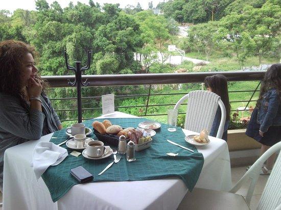 Hotel Fortin Plaza: Desayuno en la terraza del resaurante