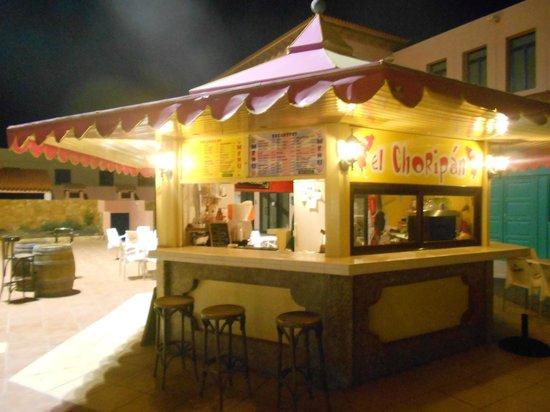 Quiosco El Choripan: by night