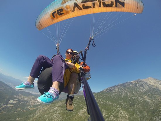 Reaction Paragliding: Just taken off