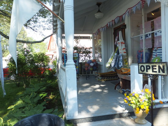 Betsy's Sunflower: Betsy's If the flag is flying..we're OPEN!