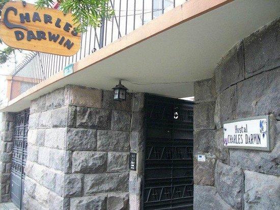 Hostal Charles Darwin: Puerta
