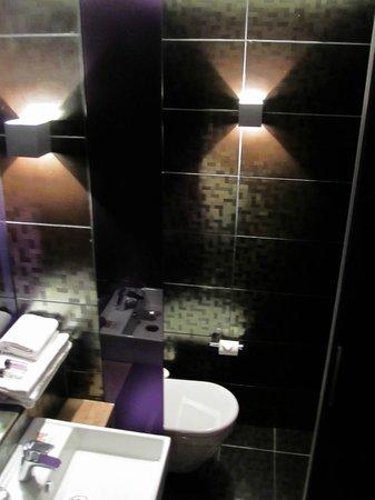 Citiz Hotel Standard Room Lavatory